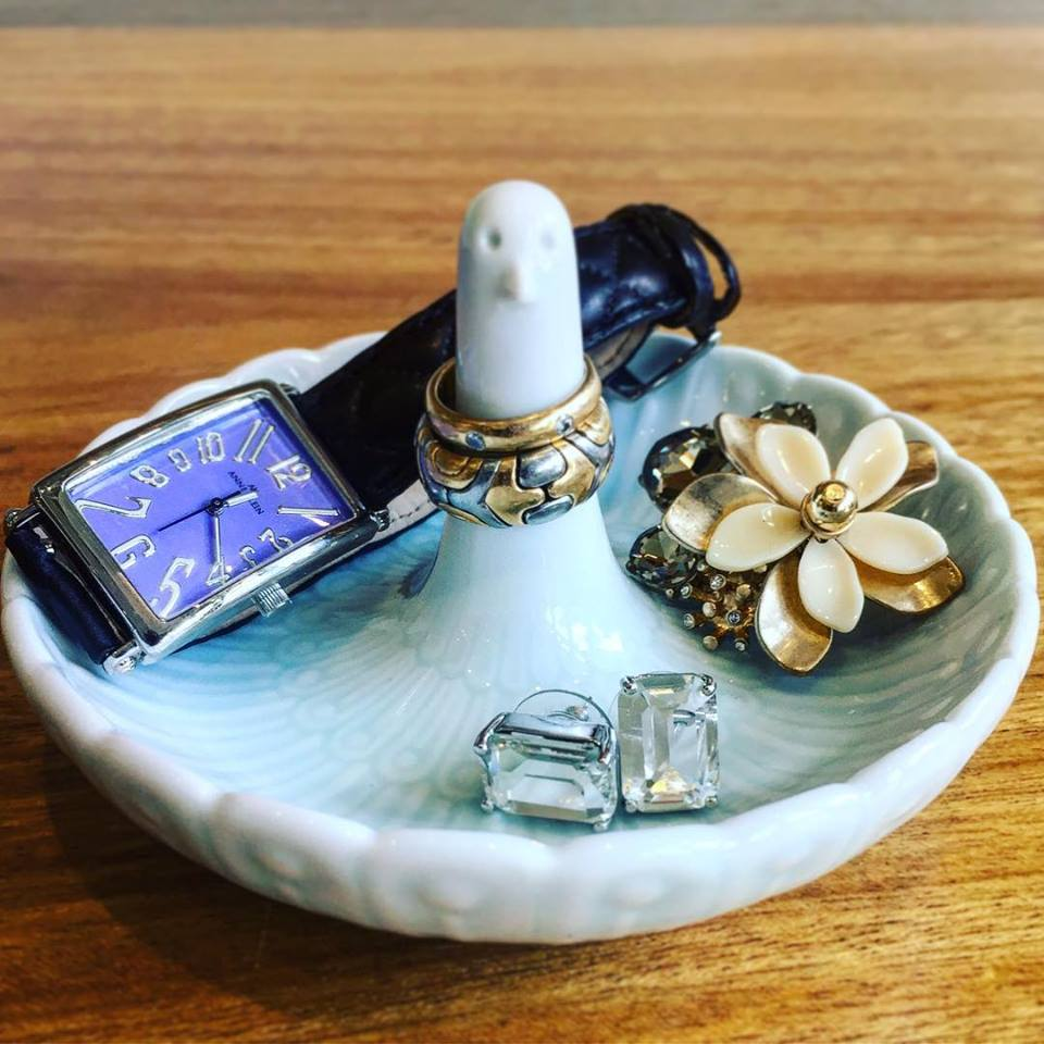 Porcelain swan jewelry/accessory tray